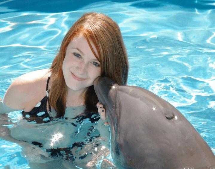Kiss the dolphin in Panama City Beach